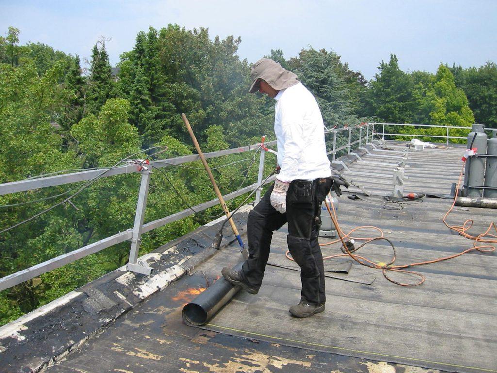 dakdekker met bescherming tegen UV-straling